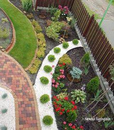 Best Ideas About Pebble Garden You Dream About - Top Inspirations Pebble Garden, Dry Garden, Gravel Landscaping, Front Yard Landscaping, Landscaping Ideas, Landscape Design, Garden Design, Minimalist Garden, Garden Inspiration
