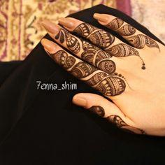 henna. mehndi Finger Henna Designs, Full Hand Mehndi Designs, Mehndi Designs For Girls, Mehndi Designs For Fingers, Bridal Mehndi Designs, Henna Mehndi, Arabic Henna, Mehndi Art, Henna Art