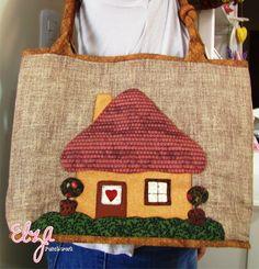 Essa linda bolsa foi confeccionada em tecidos 100% algodão.  O caseado bordei a mão. Possui bolso interno para você organizar melhor suas coisinhas... Um luxo! R$ 210,00