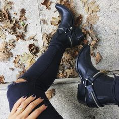 Regram from the coolest and beautiful Tv Host wearing our IT Fiona Rocktsar boots! Stilettos, Heels, Classic Outfits, Simple Outfits, Peep Toe, Estilo Rock, Summer Looks, Rubber Rain Boots, Model