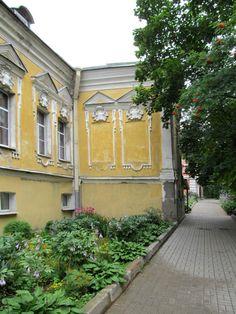 Palais de l'Archimandrite - Monastère de la Sainte Trinité Saint Serge - Strelna - Construit entre 1756 et 1763 par l'Architecte Pietro Antonio Trezzini à l'emplacement d'un ancien manoir appartenant à l'Impératrice Anna Ivanovna.