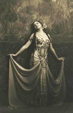 Traveling through history of Photography...Mata Hari by Emilio Sommariva, 1912.
