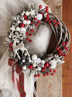 Christmas Flower Arrangements, Diy Christmas Decorations Easy, Decorating With Christmas Lights, Christmas Tree Themes, Christmas Tree Design, Christmas Crafts, Christmas Advent Wreath, Christmas Booth, Xmas Ornaments