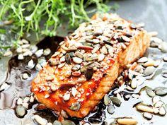 Ugnsbakad lax 600 g laxfilé 2 dl teriyakisås 1 dl blandade frön, t ex sesam-, pumpa- . Fish Recipes, Asian Recipes, Healthy Recipes, Ethnic Recipes, Meet Recipe, Teriyaki Salmon, Teriyaki Sauce, Fish And Chicken, Swedish Recipes