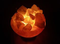 3 Scientific Things You Didn't Know About Himalayan Salt Lamps - Ripe Thought Himalayan Salt Crystals, Himalayan Salt Lamp, Cooking Temp For Beef, Cooking Bacon, Salt Block Cooking, Salt Crystal Lamps, Steel Cupboard, Salt Rock Lamp, Room Tapestry