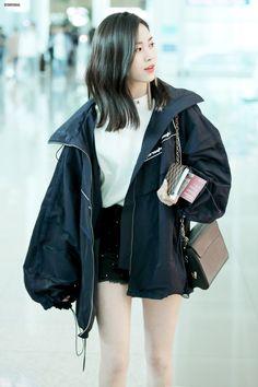 "мαƒια αυ ""You're all mine now babygirl"" A killer Mafia meets an in… # Fan-Fiction # amreading # books # wattpad Blackpink Airport Fashion, Kpop Fashion, Airport Style, Daily Fashion, Korean Fashion, Girl Fashion, Korea Summer Fashion, Style Fashion, Kpop Outfits"