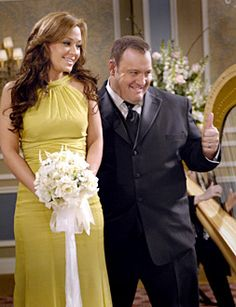 """The King of Queens - """"China Syndrome"""" - Leah Remini as Carrie, Kevin James as Doug"""