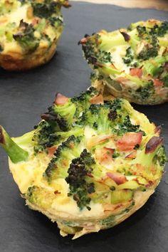 Wie schon am Montag erwähnt, verrate ich euch heute mein Lieblingsrezept mit Brokkoli, nämlich die Low Carb Brokkoli Muffins. Breakfast Snacks, Cauliflower, Protein, Food And Drink, Vegetables, Drinks, Cooking, Food Carving, Cool Recipes
