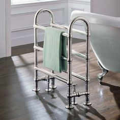 Victoria Traditional Floor Mounted Towel Radiator in Chrome 778mm x 686mm