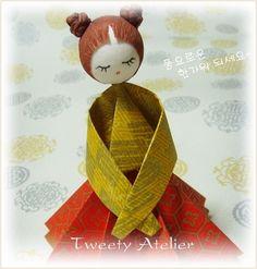 muñeca vestida de hanbok ..