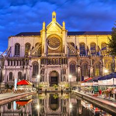 Have a taste of the best seafood at Brussels old docks. Discover Sainte Catherine Square one of the most vibrant places in town