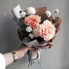 주문 레슨문의 Katalk ID vanessflower52 #vanessflower #vaness #flower #florist #flowershop #handtied #flowergram #flowerlesson #flowerclass #바네스 #플라워 #바네스플라워 #플라워카페 #플로리스트 #꽃다발 #부케 #원데이클래스 #플로리스트학원 #화훼장식기능사 #플라워레슨 #플라워아카데미 #꽃스타그램 . . #꽃다발 #핸드타이드 . . 매력적인 꽃들로만