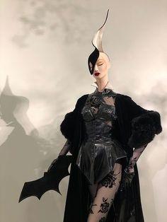 Dark Fashion, Fashion 2020, 90s Fashion, Fashion Art, Runway Fashion, Fashion Brands, Street Fashion, Fashion Show, Fashion Looks