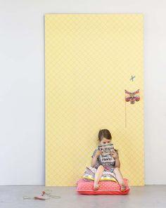 KARWEI | Zonnig geel behang voor een stralende kamer. #kinderkamer #wooninspiratie #karwei