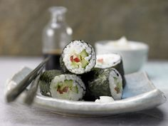 Perfekt für Vegetarier. Gemüse-Sushi - mit Nori-Algen - smarter - Kalorien: 264 Kcal - Zeit: 1 Std.  | eatsmarter.de