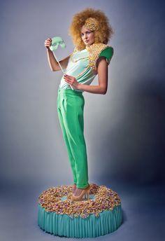 Fashion & accessories: Dorrith de Roode Photography: Michael Danker Hair / Make-up: Charlotte Mailhe Model: Iris Coopmans