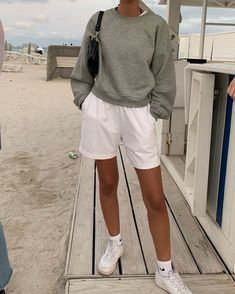 beach travel outfit what to wear rebekanneee Mode Outfits, Trendy Outfits, Fashion Outfits, Prom Outfits, Cute Beach Outfits, Lazy Outfits, Fashion Hacks, Simple Outfits, Short Outfits
