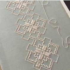 ponto reto - toalhabordado bargello o florentino ile ilgili görsel sonucu Hardanger Embroidery, Cross Stitch Embroidery, Hand Embroidery, Cross Stitch Patterns, Types Of Embroidery, Embroidery Patterns, Doily Patterns, Dress Patterns, Swedish Weaving