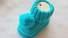 Birit-Edged Baby Booties türkische Video-Rezept-First Booties Sohlen haraşo à . Knit Baby Shoes, Knit Baby Dress, Knitted Baby Clothes, Baby Hats Knitting, Crochet Baby Booties, Baby Boots, Baby Knitting Patterns, Hand Knitting, Knitted Hats