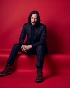 Amazing portrait of Keanu Reeves made in Germany (see it in during the 🎬John Wick 3 promo tour - May 6 2019 💖 Many thanks to photographer 👉 🙏 : Keanu Reeves John Wick, Keanu Reeves House, Keanu Charles Reeves, Keanu Reeves Meme, Avengers 2012, Keanu Reaves, Dark Blue Suit, Robert Downey Jr., Stylish Men