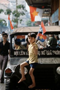 Vietnam War Over 40 Years Ago: 75 Breathtaking Color Photos of the Fall of Saigon in April, 1975