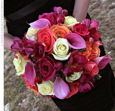 Stephanie chose black as the base color of her wedding, so she wanted to use bright colors in all the small details, including the bouquets. Each bridesmaid carried an arrangement of pink calla lilies and purple, orange and white roses.