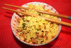 Il riso alla cantonese è uno dei piatti della cucina cinese più apprezzati al mondo. E' semplice da cucinare, è leggero e lo si può utilizzare come accompagnamento ad un secondo piatto, magar…