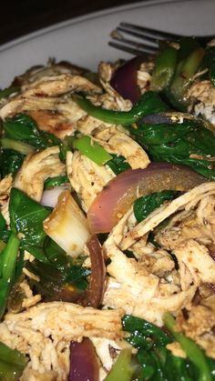 Jerk chicken and spinach Healthy Snacks, Healthy Eating, Healthy Recipes, Bon Film, Snap Food, Food Snapchat, Good Food, Yummy Food, Easy Meal Prep