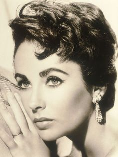 Elizabeth Taylor | Okay, I can't actually be as pretty as her, but I don't even mind! It's enough just to see her. Goodness!