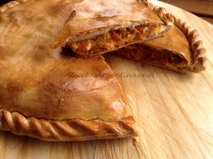 Empanada Gallega Tapas Recipes, Cuban Recipes, Cooking Recipes, Recipies, Latin American Food, Latin Food, Spanish Dishes, Spanish Food, Argentine Recipes