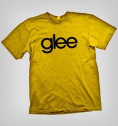 ¡Canta con tu alma! Qué mejor para presentarse que con polera del exitoso programa glee, ¡muéstranos tus encantos y talentos que nadie más conoce! Glee, Mens Tops, Mac, T Shirt, Apple, Iphone, Operating System, Budget, Colors
