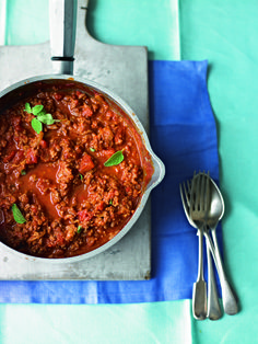 This ragù recipe is great with pasta, but you can use it as a base for chilli con carne or make it in to cottage pie. It's also a cinch to transform it into lasagne or moussaka. Slow Cooker Recipes Family, Family Vegetarian Meals, Cheap Family Meals, Mince Recipes, Curry Recipes, Beef Recipes, Cooking Recipes, Ragu Recipe, Pork Burgers