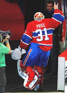 Loses teeth, calmly hands them to the trainer on the bench, keeps playing, wins the game, throws up the horns as he skates off the ice. Carey Price: the single most metal fucking player in the NHL. love him to death and hes OUR (habs) goalie.be jelous Ice Hockey Players, Hockey Goalie, Blackhawks Hockey, Montreal Canadiens, Cary Price, Nhl, Of Montreal, National Hockey League, Sports
