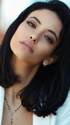 Belleza y estilo único Beautiful Eyes, Most Beautiful Women, Beautiful People, Absolutely Stunning, Girl Face, Woman Face, Brunette Beauty, Hair Beauty, Human Hair Wigs