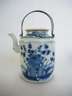 19th C Qing Dynasty Chinese Porcelain Blue and White Teapot no 2