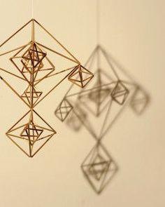 【簡単】ストローで作る北欧のモビール♡ヒンメリ(Himmel)がおしゃれすぎる♡ - NAVER まとめ Diy Origami, Handmade Ornaments, Geometric Designs, Diy Projects To Try, Handicraft, Geometry, Diy Home Decor, Arts And Crafts, Christmas Decorations