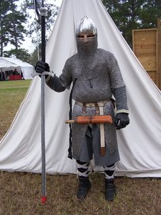 SCA knight hiding required armour and doing a good job of it