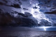 Galeries photos | Chasseurs d'Orages Ciel, Clouds, Earth, Outdoor, Twitter, Home, Display Cases, Lightning, Hunters