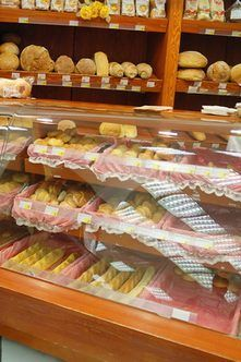 A bakery is a sweet way to earn a living, but you need more than baking skills to be successful. The legal, financial and logistical components require your attention before you open the doors of . Home Bakery Business, Baking Business, Cake Business, Business Planner, Business Logo, Bakery Design, Food Design, Cafe Design, Design Design