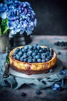 No Bake Blaubeer Cheesecake - No Bake Blueberry Cheesecake No Bake Blueberry Cheesecake, Cheesecake Recipes, Dessert Recipes, Blueberry Fruit, Love Food, A Food, Food And Drink, Foto Pastel, Dark Food Photography
