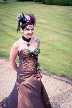 Doll's Mad Hattery Steampunk bride alternative mini top hat. Mad Hatter vintage.  harvey-and-harvey-photography-rock-your-wedding-dress-shoot-stoke-rochford-hall-steampunk-wedding-inspiration-dolls-mad-hattery-charlotte-wesson-hair-paula-tennant-MUA-31.jpg 600×898 pixels