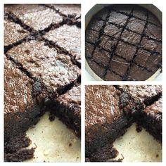 Brownie Low carb - 175g de chocolate (usei cacau 100% em pó) - 150g de Ghee ou oleo de côco (usei metade de cada) - 4 ovos - 7 colheres de Stevia ou Xilitol - 1 xícara de farinha de amendoa Modo: Pré aqueça o forno em baixa temperatura. Bata na batedeira os ovos o adoçante por 5 minutos. Derreter a ghee/oleo de coco no microondas. Misture bem o chocolate/ cacau nos ovos com a mão, depois adicione a farinha e continue misturando. Unte uma assadeira com oleo de côco asse 20min.