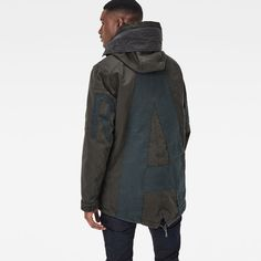 Thanks to its shorter length and functional detailing, this rugged parka is ideal for daily warmth. On the inside it's padded and quilted.