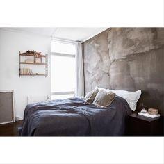 Concrete bedroom in #sjöstan by @linneasalmen and @annamalmbergphoto #bedroom #concrete #deco