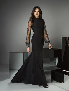 Front of black evening gown with high neckline Pronovias Glamour, Evening Dresses, Formal Dresses, Wedding Dresses, Party Dresses, Black Mermaid Dress, Occasion Wear, Mother Of The Bride, Ideias Fashion