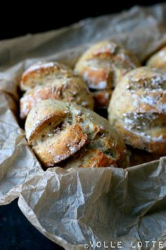 Fresh, crispy spelled rolls – About Healthy Meals Cordon Bleu, Bread Recipes, Chicken Recipes, Bakery, Food And Drink, Tasty, Healthy Recipes, Snacks, Dishes