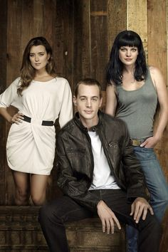 NCIS Cote de Pablo (plays Ziva), Sean Murray (plays Timothy McGee), Pauley Perrette (plays Abby Sciuto) ... love Abby's hair here! She needs a new 'do on the show.