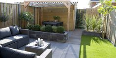 Design garden with a pergola and artificial grass