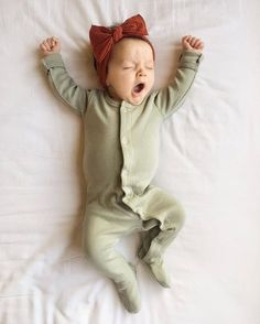 Baby clothes should be selected according to what? How to wash baby clothes? What should be considered when choosing baby clothes in shopping? Baby clothes should be selected according to … Little Babies, Little Ones, Cute Babies, Baby Kids, Baby Baby, Girl Toddler, Baby Girl Stuff Newborn, Little Baby Girl, Baby Set