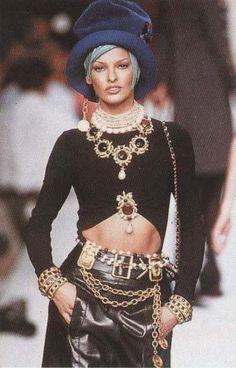 Linda Evangelista in Chanel, '92-'93 #LindaEvangelista #Chanel #1990s